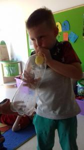 Doświadczenie balon w butelce
